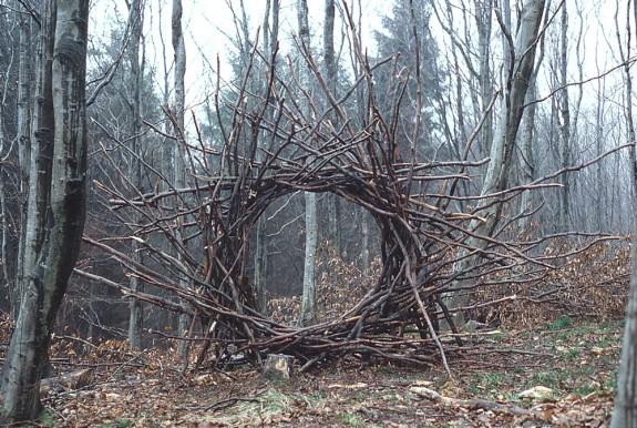 Andy Goldwworthy Woven Branch Circular Arch, Dumfrieshire, 1986