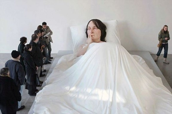 Ron Mueck In Bed 2005 (2)