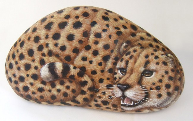 Cheetah, paint on stone by Roberto Rizzo